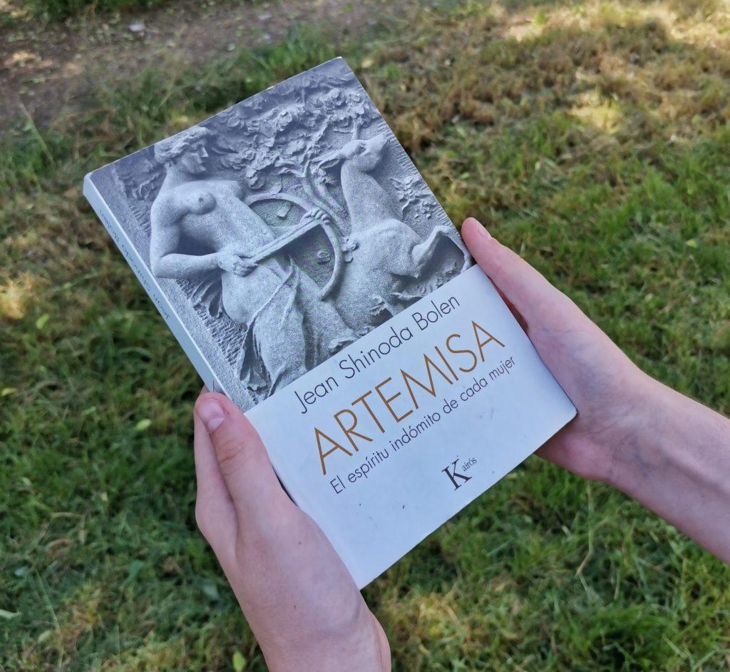 """Portada del libro """"Artemisa. El espíritu indómito de cada mujer"""""""
