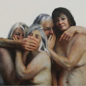 Mujeres abrazadas